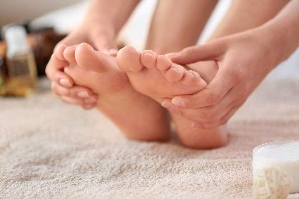 Depois pés de nos caminhar dor