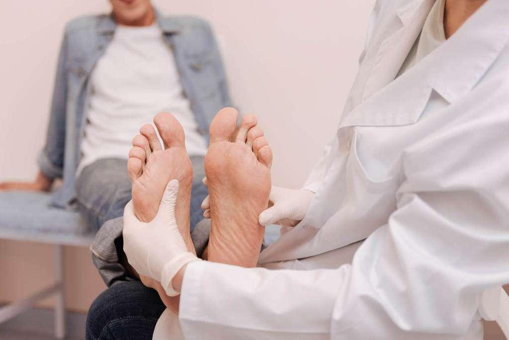 Alfinetes e agulhas nas pernas e contusões